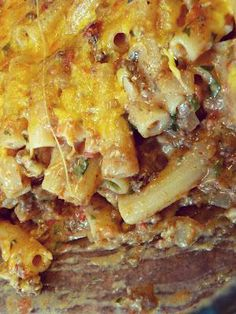 Rachael Ray's Southwestern Chili Con Queso Pasta Bake- Not a Rachel Ray fan but this looks kinda good Think Food, I Love Food, Good Food, Yummy Food, Beef Recipes, Mexican Food Recipes, Cooking Recipes, Recipies, Mexican Dishes