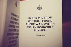 Au milieu de l'hiver, j'ai découvert en moi un invincible été.