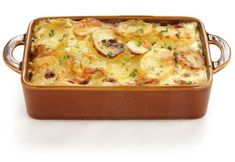 This scalloped potatoes au Gratin recipe talks about making a uniquely flavorsome and interesting dish. Scalloped Potatoes Au Gratin, Cheesy Potatoes, Sliced Potatoes, Garlic Potatoes Recipe, Manger Healthy, Sausage Casserole, Vegetable Casserole, The Chew, Oven Baked Chicken