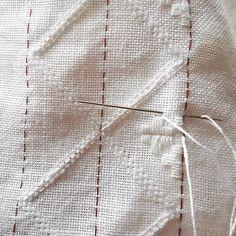 Min favorittaktivitet en stille lørdag morgen før resten av familien er stått opp/ my favorite activity on a quiet saturday morning #silence #simpleliving #hvitsøm #hardangerbunad #bunad #broderi #embroidery #embroderylicious #whiteembroidery #lin #linnen #stillhet #folkcostume #bunadsskjorte #norge #norway #broderie #hardanger #ragnfrid.no Types Of Embroidery, Diy Embroidery, Embroidery Patterns, Hardanger Embroidery, Paper Snowflakes, Satin Stitch, Simple Living, Weaving, Embroidery Techniques