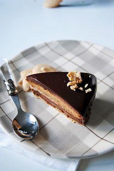 Τούρτα σοκολάτα πραλίνα....  Chocolate praline cake.. Greek Sweets, Greek Desserts, Sweet Recipes, Cake Recipes, Dessert Recipes, Lunch Recipes, Praline Cake, Sweet Corner, Homemade Sweets