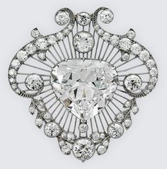 Royal jewelry demands your attention. This article features the collection of Queen Elizabeth II as well as royal jewelry items that are available for purchase today. Royal Jewelry, Jewelry Show, High Jewelry, Jewelry Design, Elizabeth Ii, Lady Sarah Chatto, Antique Jewelry, Vintage Jewelry, Vintage Brooches