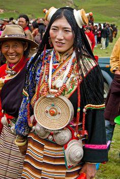 "Tibet | ""Woman in the Kham region"" | ©Antoine Taveneaux"