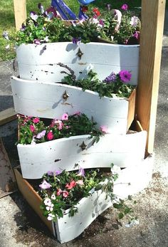 Re-use dresser drawers. Flower planters! ♡♥