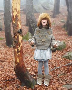 """""""In this image Sweater (13LBC2041); Skirt (4MU350350); Boots (8H8YC063J); Gloves (6Kv7B313M). Winter 2012 United Colors of Benetton Kid and Tween collection."""""""