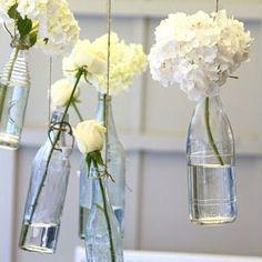Des vases suspendus dans les airs