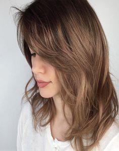 Medium cut w/ side bangs - Medium Layered Haircut For Thin Hair Medium Length Hair Cuts With Layers, Medium Hair Cuts, Medium Hair Styles, Long Hair Styles, Medium Cut, Thin Hair Haircuts, Hairstyles With Bangs, Layered Hairstyles, Hairstyles 2018