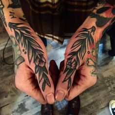 Traditional branches tattooed on both thumbs - Traditional branches tattooed on both thumbs - Hand Tattoos, Finger Tattoos, Body Art Tattoos, Sleeve Tattoos, Traditional Tattoo Wrist, Traditional Tattoo Filler, Traditional Tattoos, Tattoo Old School, Tattoo Now