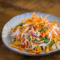 Vietnamese-style Chicken Salad - Marion's Kitchen Cooking Chicken To Shred, How To Cook Chicken, Asian Recipes, Yummy Recipes, Ethnic Recipes, Chicken Stuffed Peppers, Pepper Chicken, Crispy Wonton, Chinese Bbq Pork