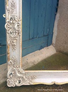 A Chalk Painting Tutorial – With Tips and Tricks by Lara Roberts Chalk painting can be a little tricky sometimes – especially when it comes down to the waxing! Lara Roberts from Roberts Vintage Frames explains it all perfectl… Mirror Painting, Painting Tips, House Painting, Painting Frames, Chalk Painting, Vintage Frames, Molduras Vintage, Painted Picture Frames, Antique Picture Frames