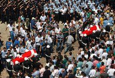 2015 - Türkei im Konflikt mit Isis -Trauerzug in Sanliurfa: Am Donnerstag wurden auch zwei Polizisten zu Grabe...