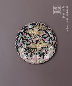 본견손자수당의보& Korea Design, Asian Design, Chinese Theme, Chinese Style, Korean Art, Asian Art, Chinese Festival, Korean Traditional Dress, Korean Products