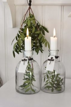 simple white christmas decorating idea: 2 vases, candles and some greens. The post White Christmas: 5 Simple Decorating Ideas appeared first on Dekoration. White Christmas, Christmas Time, Christmas Crafts, Christmas Decorations, Xmas, Holiday Decor, Christmas Candles, Scandinavian Christmas, Simple Christmas
