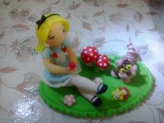 Topo de bolo - personagens  De 12cm a 17cm.   #topodebolo #topo #personagens #alice #biscuit #sabrinafilgueira #artesa #procelanafria