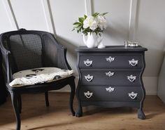 Buikkastje Decor, Interior Design, Furniture, Table, Home, Interior, Painted Furniture, Home Decor, Dresser As Nightstand