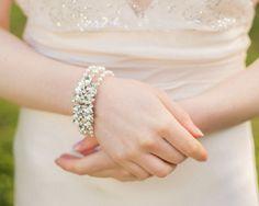 Hey, diesen tollen Etsy-Artikel fand ich bei https://www.etsy.com/de/listing/70224224/vintage-stil-strass-armband-pearl-und