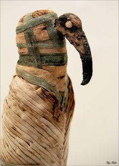 Momie d'ibis (détail) Basse époque (664-332 av J.-C.) ou époque gréco-romaine (4e siècle av. 4e siècle ap. J.-C.) Lin, matière organique