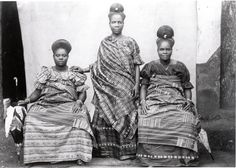 Three women of the Fante culture group. Cape Coast of Ghana c. 1890s, Smithsonian Institution. Ladies of the Fante people were renowned for their elegant sculptural hairstyle and colorful Hausa textiles.