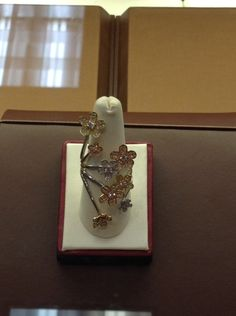 #AZ Style is all about finding the pieces that make a statement. This #estatejewelry piece certainly does!