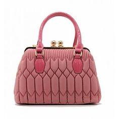 Tom & Eva: Handtas in doktersstijl Pink Bags, Toms, Fashion, Moda, Fashion Styles, Fashion Illustrations, Pink Handbags