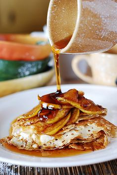 Crepes with caramelized apples and creamy ricotta cheese filling. This is a great recipe. I consider crepes a breakfast\brunch idea, but also a dessert. Breakfast Desayunos, Breakfast Recipes, Breakfast Cooking, Mexican Breakfast, Pancake Recipes, Breakfast Sandwiches, Waffle Recipes, Dessert Recipes, Crepes Party