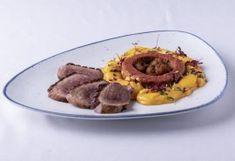 """""""A főzés olyan, mint a színház: a pillanat művészete."""" Beef, Ethnic Recipes, November, Food, Meat, November Born, Essen, Meals, Yemek"""