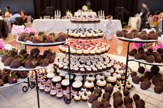 Now that is a #dessert table! Wow!