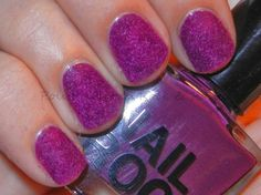 Velvet nails arts become trendy now. They are made of basic coats and the flocking powder. The flocking powder on the nails creates a funny but chic look. Trendy Nails, Cute Nails, Glitter Nails, Gel Nails, Velvet Nails, Rock Nails, Black Lipstick, Burgundy Nails, Nail Polish Collection