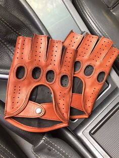 These Fingerless gloves made of italian high quality leather. The gloves are high quality soft leather and are very durable. It is a new model created special for driving ,cycling for sports or fitness. Black Leather Gloves, Napa Leather, Leather Accessories, Lambskin Leather, Leather Men, Soft Leather, Real Leather, Brown Leather, Handmade Leather Wallet
