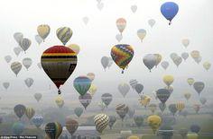 Hot air balloons in France. J'taime!