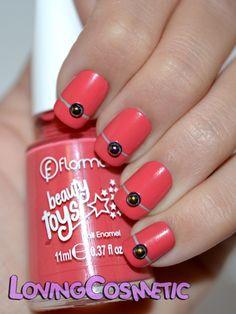 Easy nail art , flormar nail polish http://lovingcosmetic.blogspot.com.es/2014/11/flormar-beauty-toys-nail-art-2.html