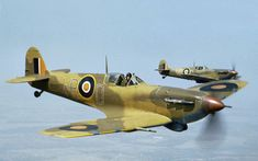 A nice shot of a 40 Sqn. Spitfire Vb's over the gulf of Gabes in Tunisia. South African aircraft could be distinguised by having an orange disk in the roundel and fin flash instead of the red used by the British Ww2 Aircraft, Military Aircraft, South African Air Force, Supermarine Spitfire, Army Vehicles, Ww2 Planes, Battle Of Britain, Royal Air Force, Military Art
