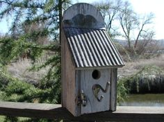 birdhouse with ribbed roof | Birdhouses