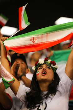 A female fan of Iran shows her support prior to the 2018 FIFA World Cup Russia group B match between Iran and Portugal at Mordovia Arena on June 2018 in Saransk, Russia. Erstklassige Nachrichtenbilder in hoher Auflösung bei Getty Images Hot Football Fans, Football Girls, Soccer Fans, Football Soccer, Iran National Team, Premier League, Fifa 2006, Russia World Cup, Hot Fan