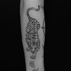 Maybe overlay this on top of image? Or overlay it looking like a tattoo? Line Tattoos, Body Art Tattoos, Small Tattoos, Cool Tattoos, Tatoos, Sick Tattoo, Arm Tattoo, Sleeve Tattoos, Leopard Tattoos