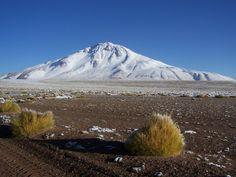 Volcán Tuzgle en la Puna de Jujuy, Argentina. Vista desde la Ruta 40.