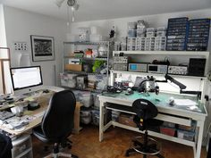 Clean, DIY electronics lab. If only I could keep my lab this neat!!