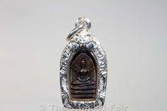 Samstagsbuddha Thai Amulett mit Silberfassung von Luang Pho Koon.