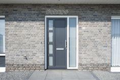 Kunststof voordeur uit eigen collectie. Een moderne deur met een landelijke uitstraling.