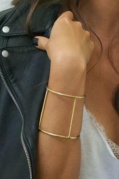 2439c8ad4e412 I love this bracelet! Such an inspirational piece. Anziehen