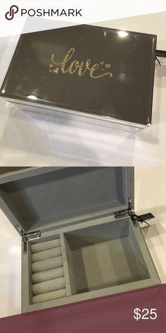 Mirrored jewelry box Kensie Home mirrored jewelry box. Velvet lined. Kensie Home Jewelry
