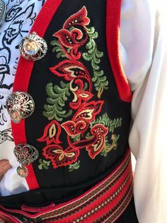 Going Out Of Business, Headgear, Oslo, Doll Patterns, Traditional Dresses, Folklore, Norway, Embroidery Designs, Costumes