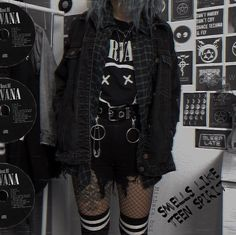In this era, people without personalities will be nobody and be covered by others in life.Fine feathers make fine birds. Clothes with personality set off one's beauty and loveliness. Indie Outfits, Edgy Outfits, Teen Fashion Outfits, Retro Outfits, Grunge Outfits, Cute Casual Outfits, Aesthetic Grunge Outfit, Aesthetic Clothes, Goth Outfit