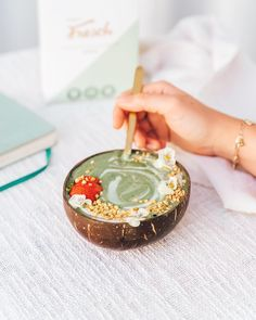 Green smoothie bowls have never been this good 😍 A blend of powerful superfoods so delicious that we're sure green will soon become your favorite colour. Smoothie Bowl, Smoothies, Superfoods, Favorite Color, Bowls, Colour, Green, Smoothie, Serving Bowls