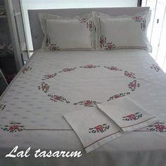 193 Likes, 16 Comments - Lalta Duvet Bedding, Linen Bedding, Diy Clothes Bag, Designer Bed Sheets, Hand Work Design, Image Blog, Embroidered Bedding, Stitch Crochet, Pallet Beds