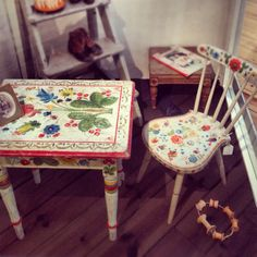 Nice oks swedish traditional chair and table . Beautiful and worth trying