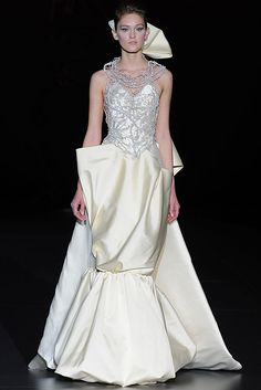 Fashion From Spain >> Bridalwear >> Isabel Zapardiez Prom Dresses, Formal Dresses, Wedding Dresses, Elegant Bride, Couture Fashion, Bridal Style, Bridal Gowns, My Style, Spain