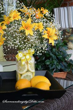 Want a quick and simple way to dress up a summer table? Join me today as we make a Super Simple Lemon Vase - complete with the fresh scent of lemons. Photo Centerpieces, Lemon Centerpieces, Lemon Vase, Bridal Shower Decorations, Table Decorations, Pineapple Pictures, Mason Jar Photo, Unique Bridal Shower, Bridal Showers