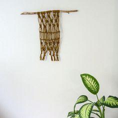 Make a macrame wall hanging! Instructions on the blog 👉 #linkinbio ⠀  ⠀  #moreontheblog #uusipostaus #uusiblogipostaus #linkkiprofiilissa #diy #diyers #diyideas #macrame #interior #diyinterior #decor #sisustus #home #teeseitse #makersgonnamake #doityourself #macramewallhanging #makramee #makrameeseinävaate