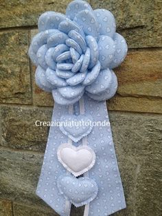 Baby Crafts, Felt Crafts, Diy And Crafts, Diy Flowers, Fabric Flowers, Baby Door Decorations, Happy Birthday Baby, Baby Shawer, Flower Pillow